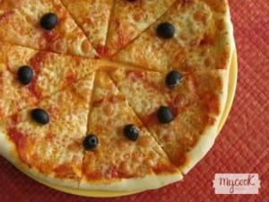 Pizza casera de quesos
