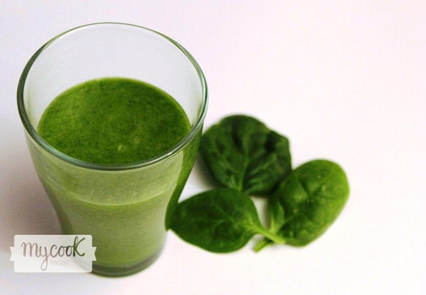 batido verde detox glowing green smoothie