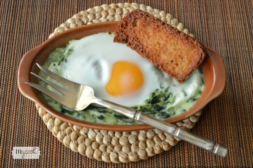 Espinacas a la crema con huevo