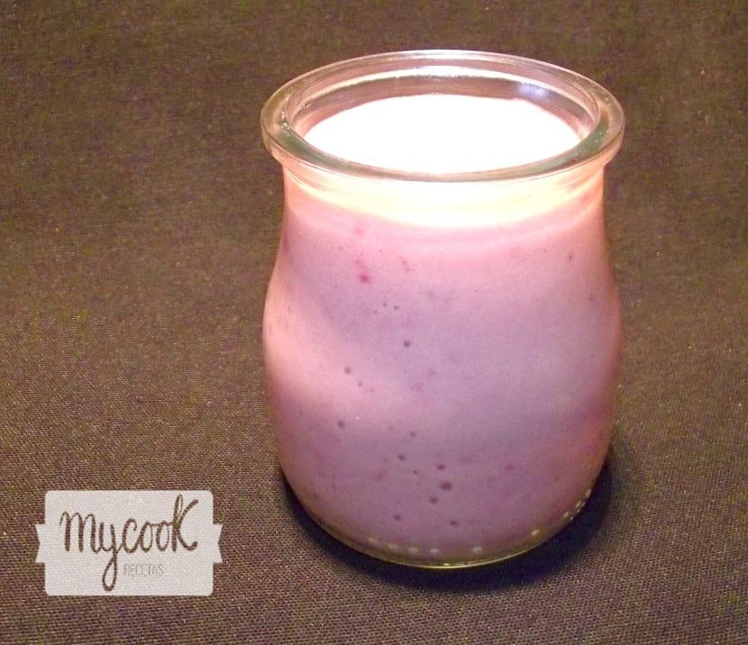 Yogurt de fresas y platano