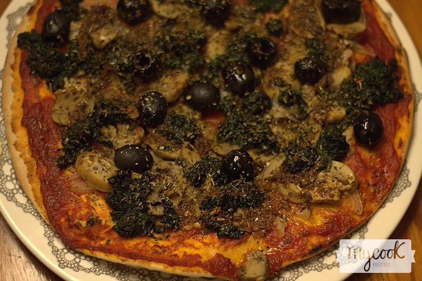 Receta para preparar una pizza crujiente y deliciosa 100 vegetal - Pizza mycook ...