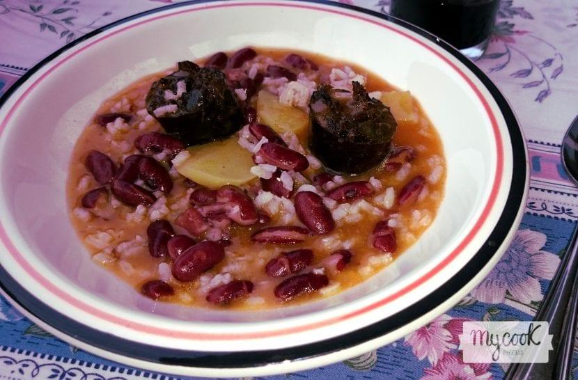 guiso-de-judías-pintas-con-morcilla-y-arroz