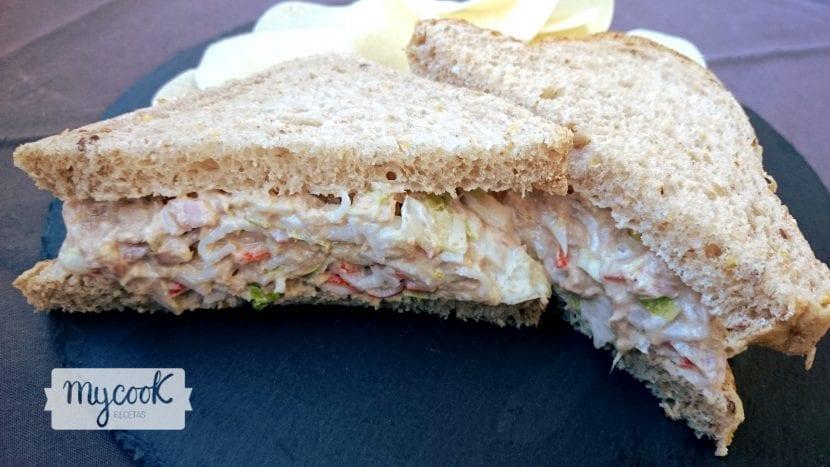 sandwich-de-cangrejo-y-atun