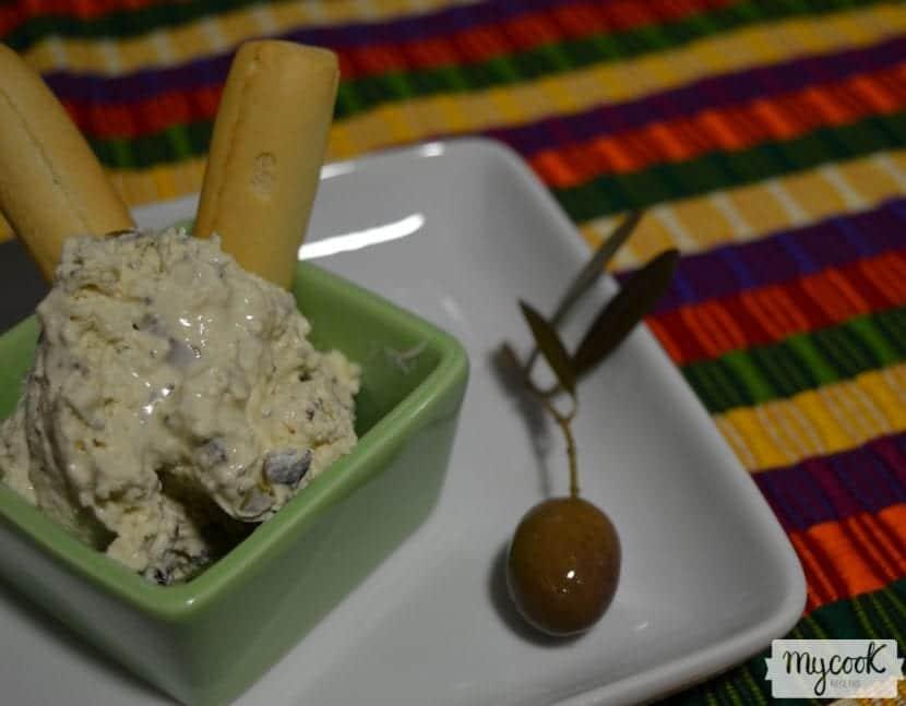 Mousse de queso con aceitunas