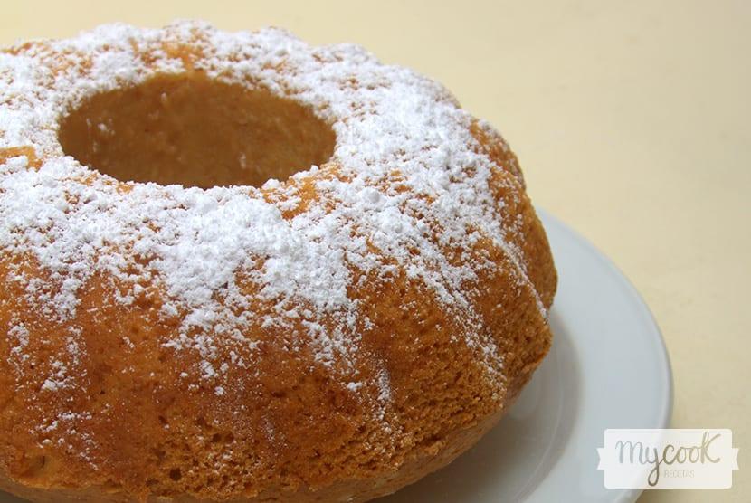 Bundt cake vegano de vainilla