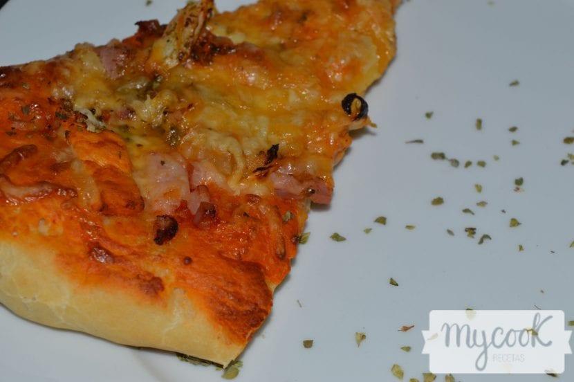 pPizza rústica de pollo marinado
