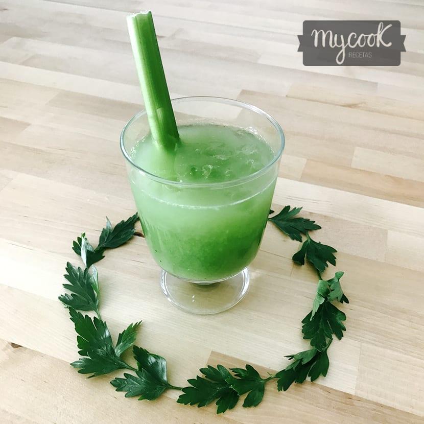 Smoothie verde de Apio y Uva