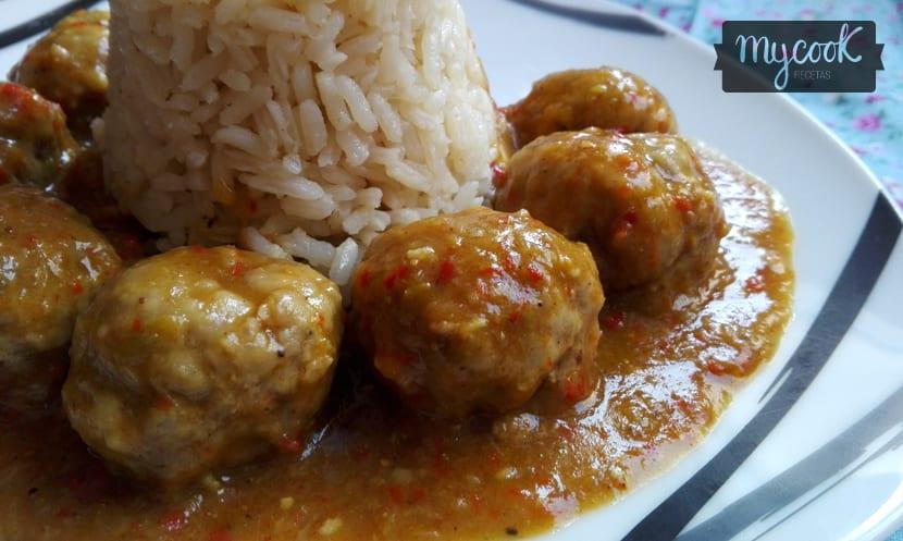 albondigas en salsa de cerveza y curry