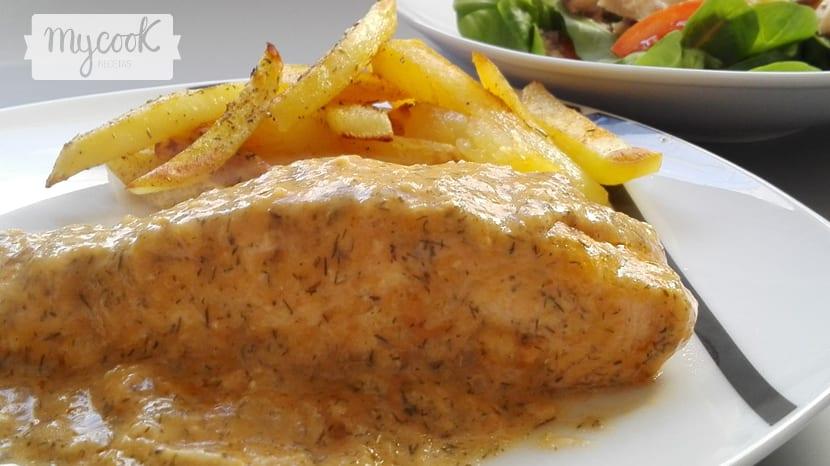 salmon con salsa de eneldo