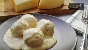 albondigas con salsa de queso