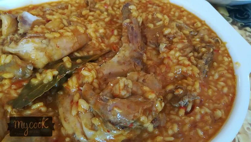 arroz con conejo y girgolas