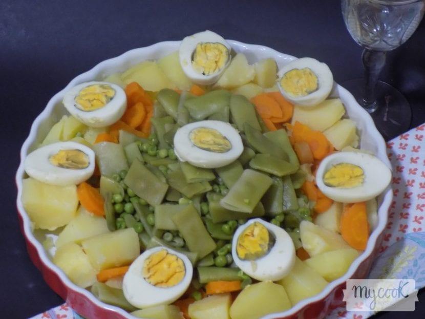 Receta de verduras con huevo y sofrito de cebolla al vapor