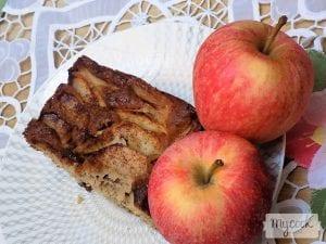 bizcocho de manzanas, nueces y especias