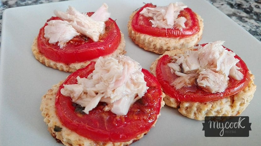 cocas de tomate y bonito