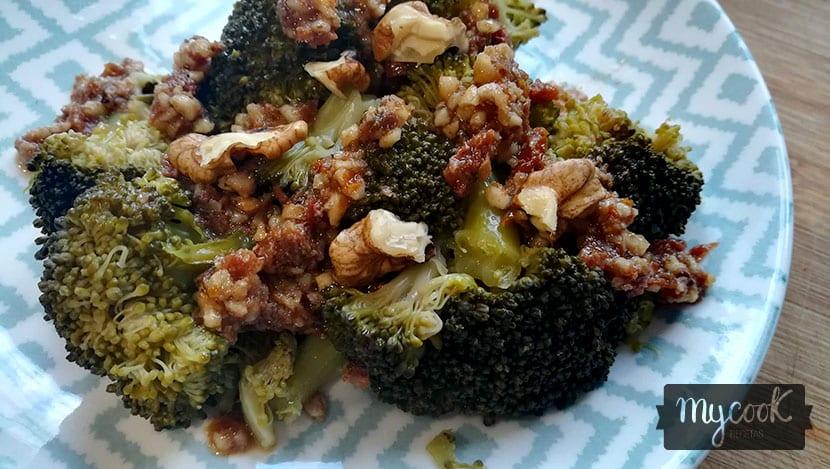 brocoli con vinagreta de frutos secos