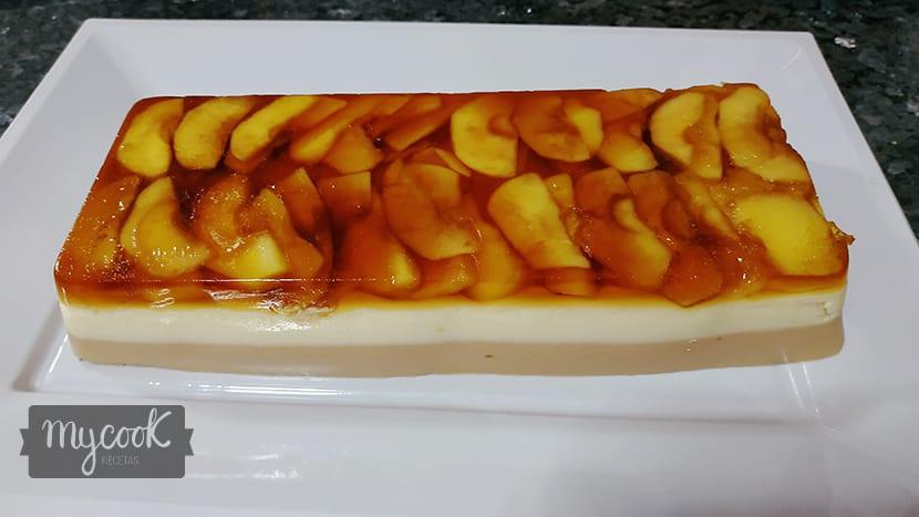 Mousse de foié con queso de cabra y manzana caramelizada
