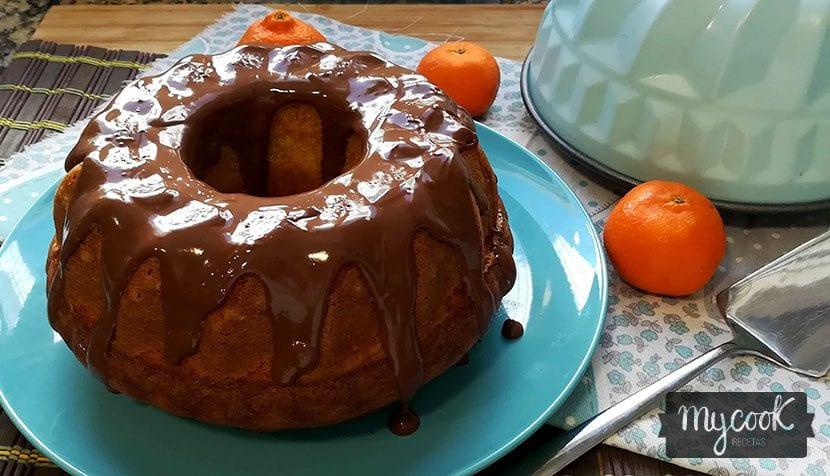bizcocho de mandarina con cobertura de chocolate