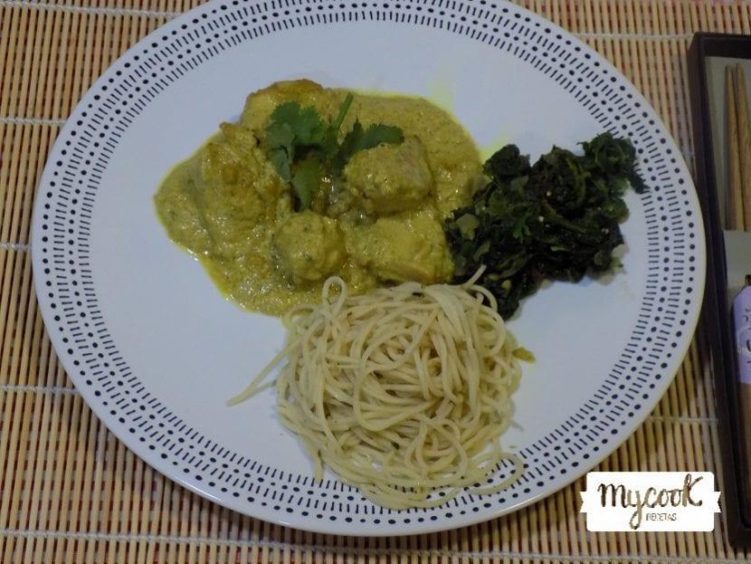 curry de pollo con espinacas y arroz