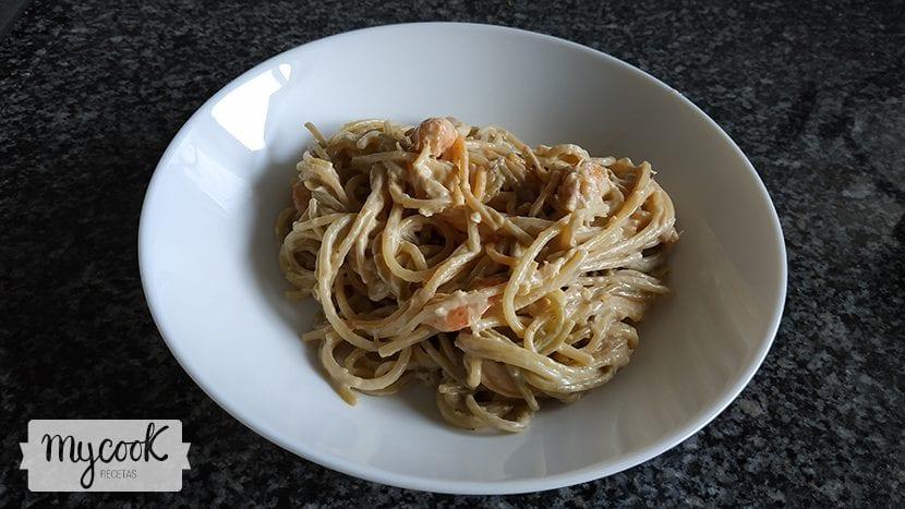 Espaguetis con puerros y gambas