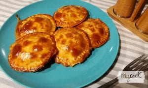 empanadillas de carne, chorizo y queso