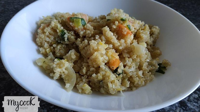 Quinoa con gambas y verduras