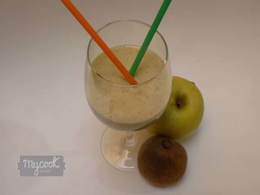 Smothie de kiwi, manzana y plátano con Mycook