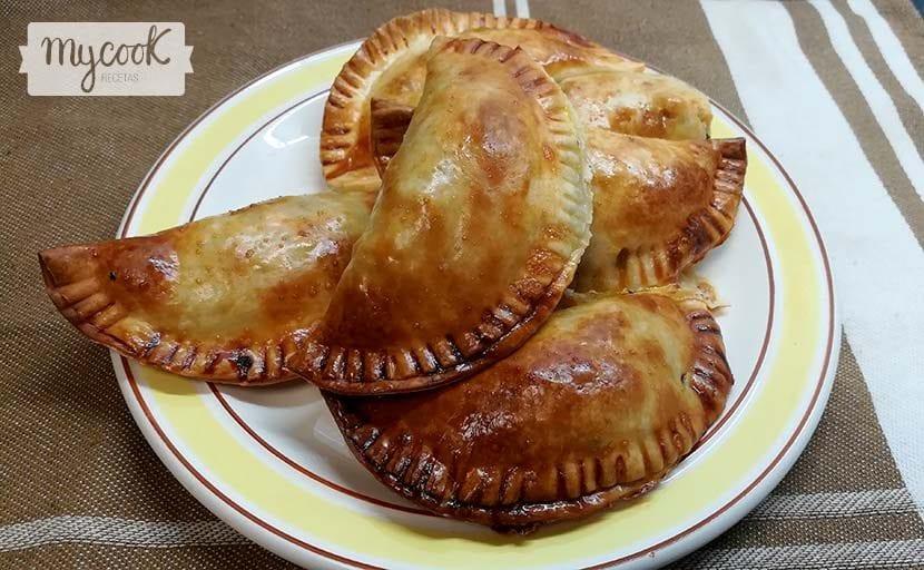 empanadillas de morcilla y pera