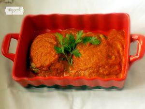 Pastelitos de calabacín con salsa de tomate