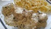 pollo en salsa de queso y champiñones