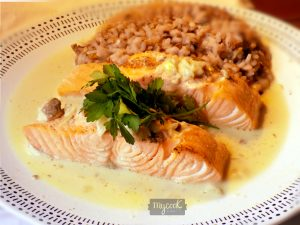 Salmón en salsa de champiñones con risotto