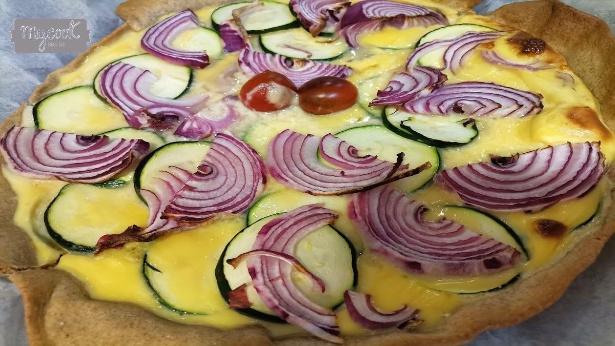 Tarta salada de calabacin y cebolla morada con Mycook