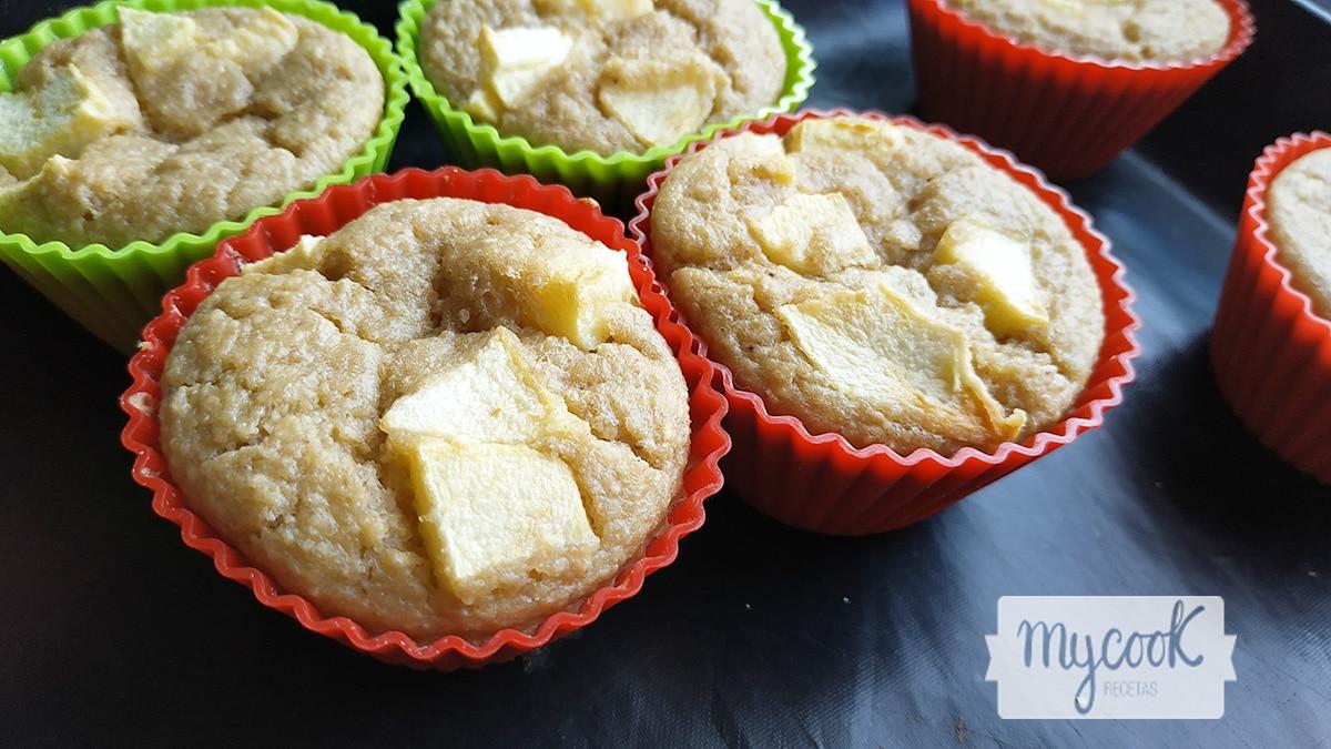 Magdalenas de avena, plátano y manzana