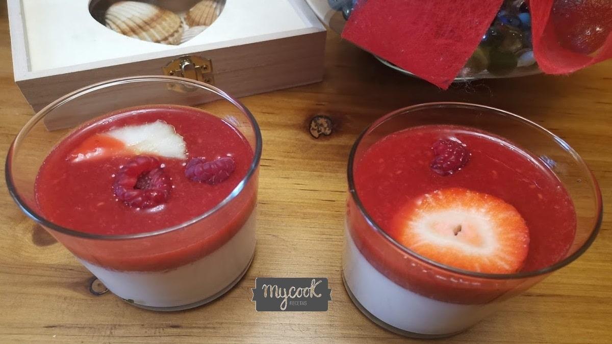 Pannacotta con frutos rojos